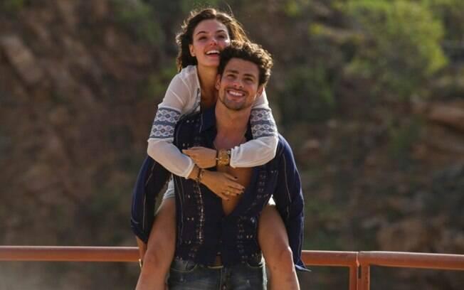 Apesar de se envolver com três mulheres, foi por Antônio (Isis Valviverde) que Leandro (Cauã Reymond) se apaixonou