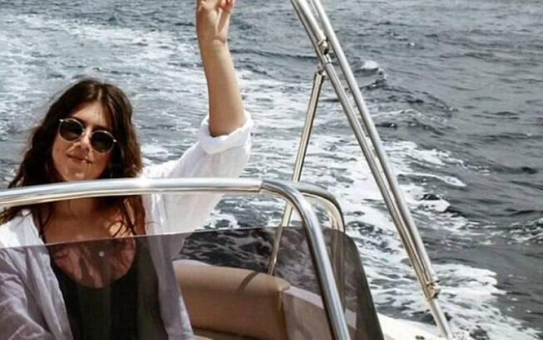 A viajante Lucia percorre o mundo tendo as despesas pagas