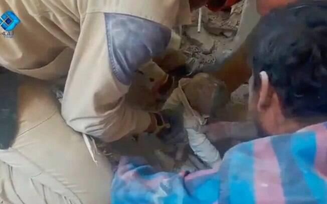 Bombardeios atingiram hospitais e dificultaram ainda mais o trabalho de resgate dos civis atingidos em Aleppo