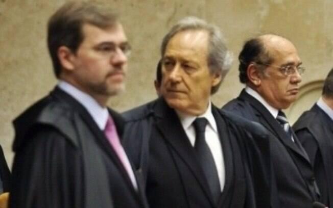 Dias Toffoli, Ricardo Lewandowski e Gilmar Mendes responsáveis pela soltura de José Dirceu