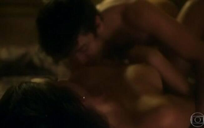 Cena de sexo entre Beatriz (Marquezine) e Davi (Jesuíta Barbosa) deu o que falar nas redes sociais