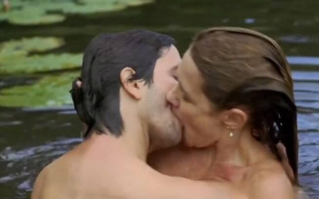 Adriana Esteves e Vladimir Brichta proporcionaram cenas quentes no filme 'Real Beleza'
