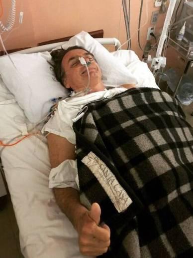 Jair Bolsonaro (PSL) se recupera em uma ala da UTI da Santa Casa de Juiz de Fora, em Minas Gerais