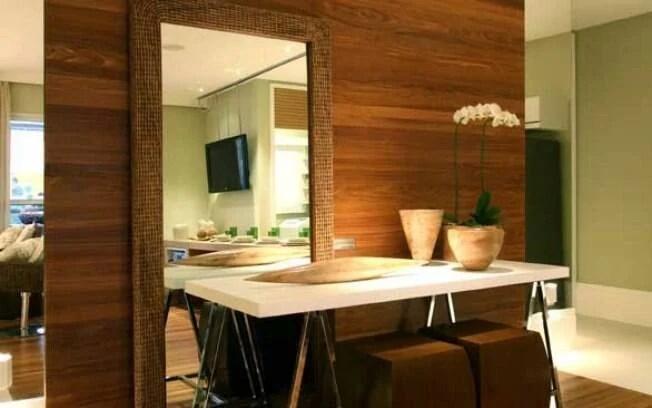 Espelhos ajudam a ampliar a sala  Arquitetura  iG