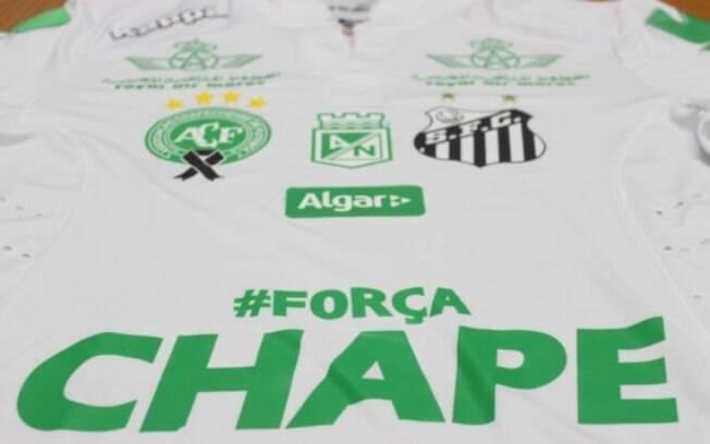 Santos homenageia, além da Chape, o Atlético Nacional em sua camisa. Foto: Reprodução