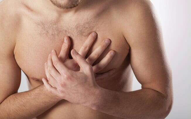 Dor no peito: sIntoma clássico, a dor também pode irradiar-se para o lado esquerdo do corpo e ombro, além das mandíbulas. É uma dor de pressão no peito. Foto: Thinkstock/Getty Images