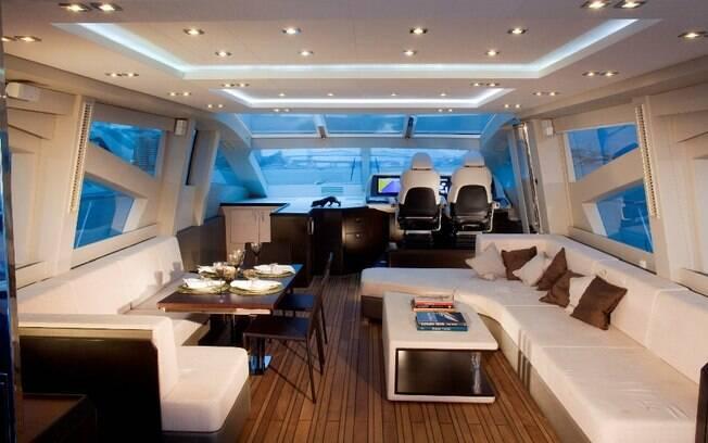 Conhea o novo barco de Luciano Huck avaliado em R 12
