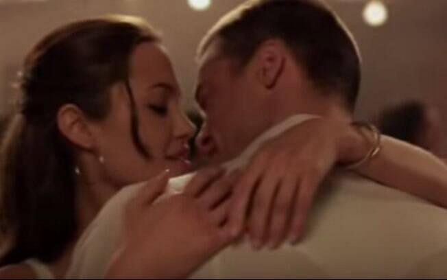 Angelina Jolie e Brad Pitt em cena de 'Mr. & Mrs. Smith', filme em que se conheceram