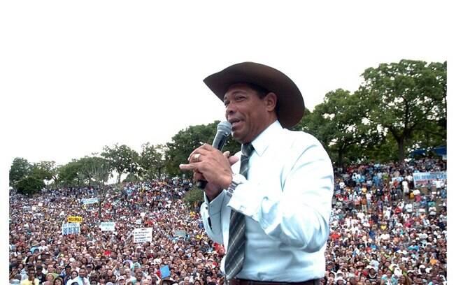 Em 2013, o líder da Igreja Mundial do Poder de Deus, Valdemiro Santiago, recebeu o benefício
