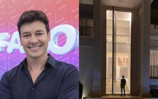 Rodrigo Faro ao lado de porta gigante