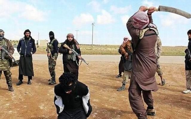 Integrante do Estado Islâmico se prepara para assassinar refém no Oriente: prática recorrente