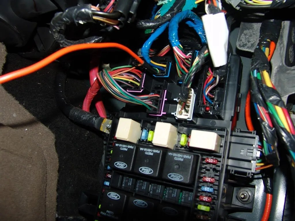 hight resolution of i checked fuse 34 with the key on and it had power and was good so that eliminated a faulty pcm relay and related wiring the next step was to locate the