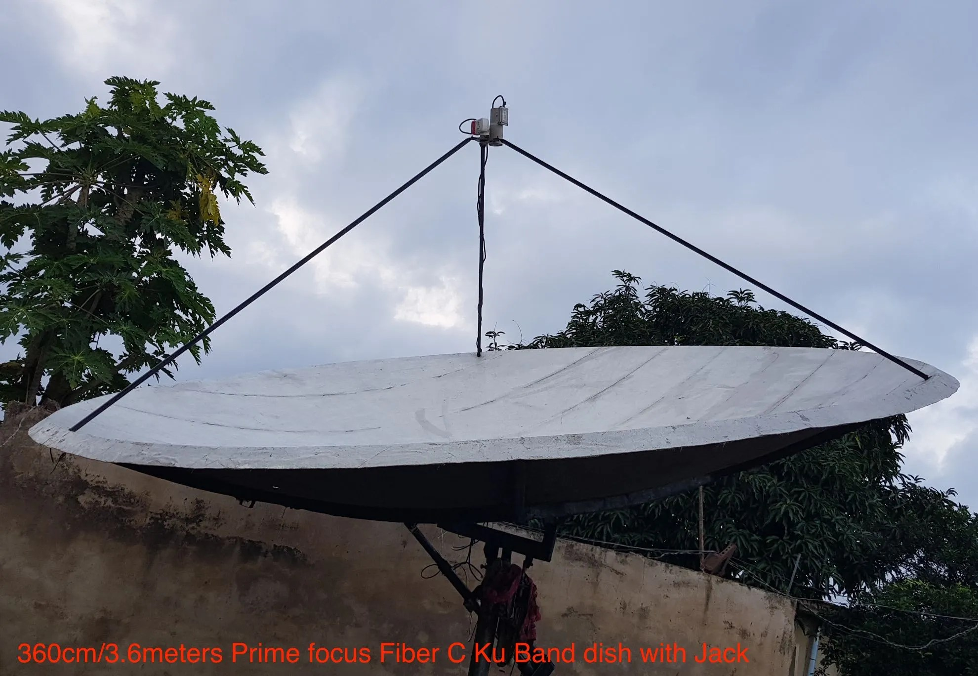 small resolution of 3 6 meters fiber prime focus c band ku band dish with jack