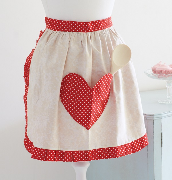 Tutorial Retro style sweetheart apron  Sewing