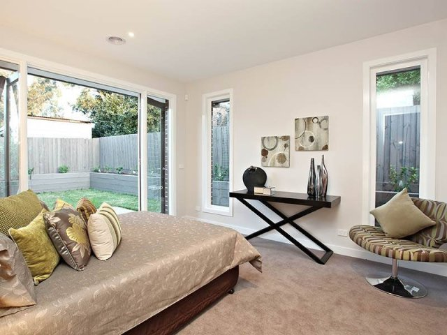 Modern bedroom design idea with carpet & balcony using ...