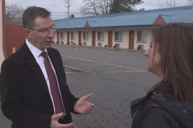 US police detective Jeff Donaca being interviewed by Y Ditectif presenter Mali Harries