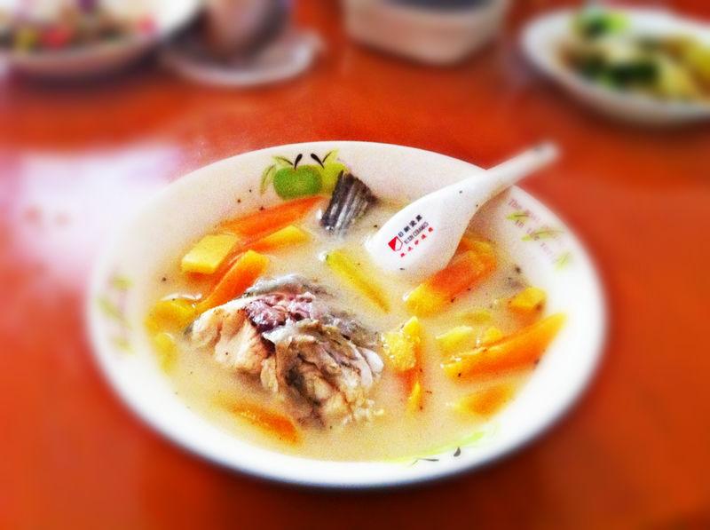 鯽魚木瓜湯的做法_【圖解】鯽魚木瓜湯怎么做如何做好吃_鯽魚木瓜湯家常做法大全_程序媛刺猬_豆果美食