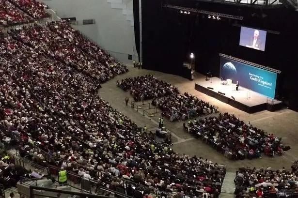 Milhares de Testemunhas de Jeová na Arena First Direct em Leeds