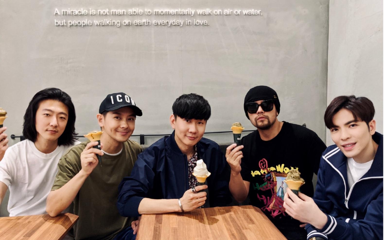 【JJ LIN林俊傑】快樂男人幫-奇跡般的聚會   Miracle Coffee×SMG臺北新店   2020.05.21_嗶哩嗶哩 (゜-゜)つロ 干杯~-bilibili