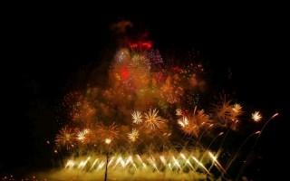 在法国巴黎的一次焰火表演,用小米9的夜景模式拍摄的,效果相当棒。配上You Are Truth有不一样的美