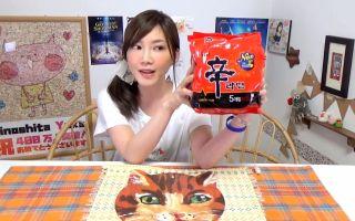【木下大胃王】超辣辛拉面5包,因为太辣了所以加上起司一起吃@柚子木字幕组