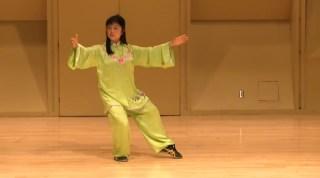 美女把太极拳带到课堂,34式太极拳演练征服外国同学
