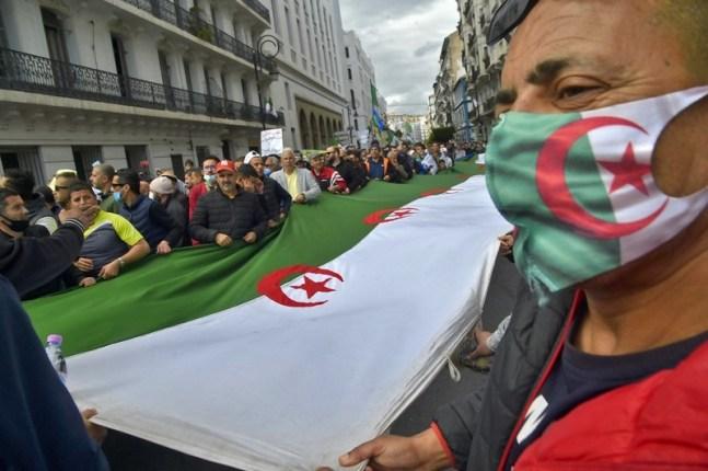 """مطالب الحراك وقضية الصحراء المغربية وراء """"أزمة جزائرية فرنسية"""""""