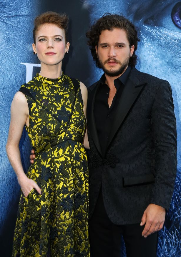 Game Of Thrones Lovers Kit Harrington And Rose Leslie Reunite With The Shows Stars For Season 7