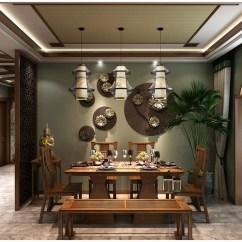 Kitchen Lanterns Designs For Small Spaces 餐厅与厨房通过木质花型结构区分 暗绿色的墙面悬挂着青铜装饰品 与实木 暗绿色的墙面悬挂