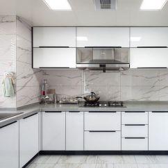 Grey Kitchen Countertops Appliance Suite 厨房以白色灰纹墙砖铺贴出天然的肌理之美 在硬朗之余 给空间带来柔和感 在