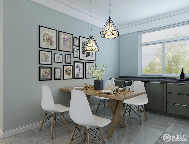 blue kitchen chairs ninja mega system costco 餐厅与厨房功能性强 浅蓝色墙面与灰色木纹砖石以色彩对比营造出层次感 浅蓝色墙面与灰色木纹