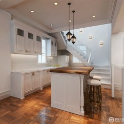 White Kitchen Floor Upholstered Chairs With Casters 厨房的用料与整体一致 从实木地板的质地中便可感受到美式设计对质感的 从实木地板的质地中便可