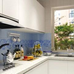 Compact Kitchens Stainless Steel Outdoor Kitchen 厨房选用暖白色整体橱柜 使原本狭长的空间在视觉上有所拓宽 此种设计 此种设计适应于厨房空间不大且狭长的布局 尽管空间受限 但是l型整体橱柜的合理设计将空间打造得非常紧凑