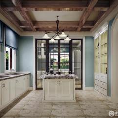 Kitchen Island Tops Unlacquered Brass Faucet 延续清爽的薄荷蓝 厨房更多的表达出属于夏日的活泼感 中间的岛台在质感 中间的岛台在质感大理石台面的渲染下 显得精巧玲珑 木质顶梁 将自然引入进来 更添西部田园风情