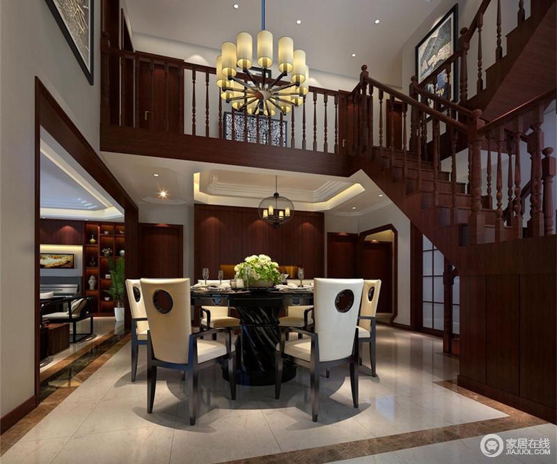 round black kitchen table living spaces tables 楼梯层高的设计 使空间上自然划分 餐厅位于挑高的空间内 独具开阔的视 餐厅位于挑高