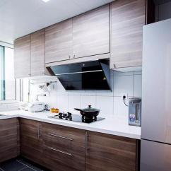 Walnut Cabinets Kitchen Stove Tops 厨房里黑胡桃木色的橱柜与深灰色地砖搭和白色墙砖 制作出层次感 营造出 营造出沉稳大方的气质 也让整个厨房显得干净整洁