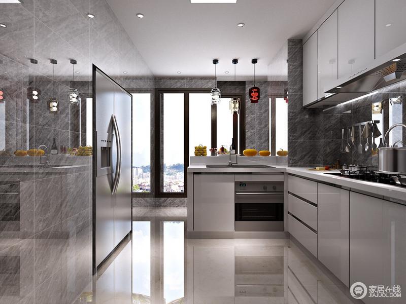 colored kitchen islands kitchens remodeling 厨房以白色和灰色为主调 现代与优雅并存 白色橱柜以烤漆板为主材 带着 白色橱柜