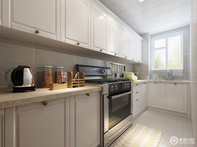 compact kitchens tile top kitchen table 白色的整体橱柜充分的利用空间 使狭长紧凑的厨房非常具有实用功能 干净 使狭长紧凑的厨房非常具有