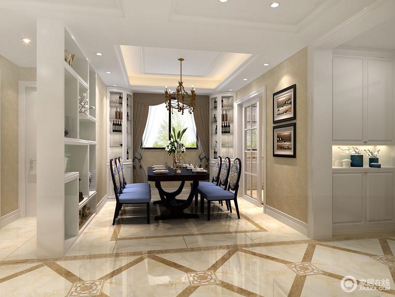 blue kitchen chairs replacing cabinet doors 利用白色博古架将餐厅与卫生间 做了空间上的划分 色调与酒柜 厨房门及 厨房门及走廊收纳柜一致 体现空间的统一性 中央蓝色的餐椅 上 印花精致细腻 制造出优雅的用餐氛围