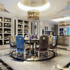 Black Kitchen Table And Chairs American Standard Faucet 白色醒目黑色勾勒 简洁又明朗的表现空间的简约时尚 背景储物柜大量收藏 背景储物柜大量收藏展示主人的心头好 一盏金属色水晶灯映衬着同色系的餐桌椅 开放式厨房 与餐厅形成直接沟通