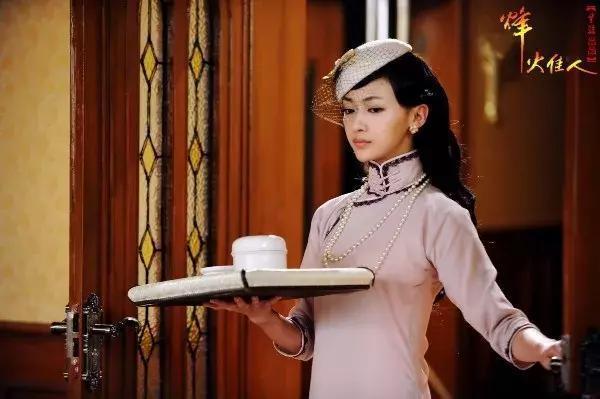 吳謹言與李純是大學同學,兩人又同演令妃,難道在暗暗較勁? - 每日頭條