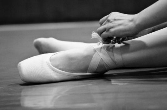 學芭蕾舞腳會變形嗎 學芭蕾舞的自身條件要求 - 每日頭條