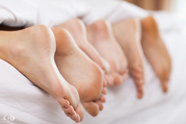 腳痛,但腳腫不一定是痛風。而這幾個病人教了我一樣東西:腳腫有很多原因。腳掌會腫脹,你懂了嗎? - 每日頭條