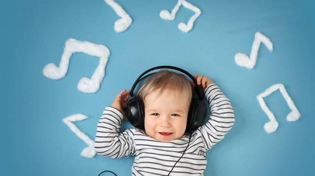 4個多月的寶寶怎麼玩?別錯過這些開發智力的小遊戲 - 每日頭條