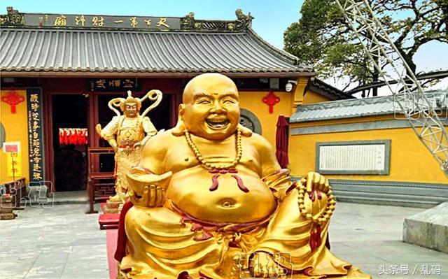 杭州香火最旺的天下第一財神廟 佛祖手和嘴裡竟都被塞滿了錢! - 每日頭條