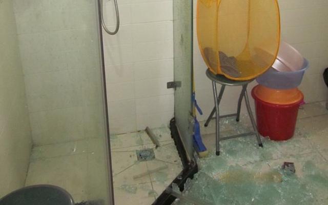 為什麼浴室玻璃會爆炸。20年裝修師傅告訴你。別讓悲劇再發生 - 每日頭條