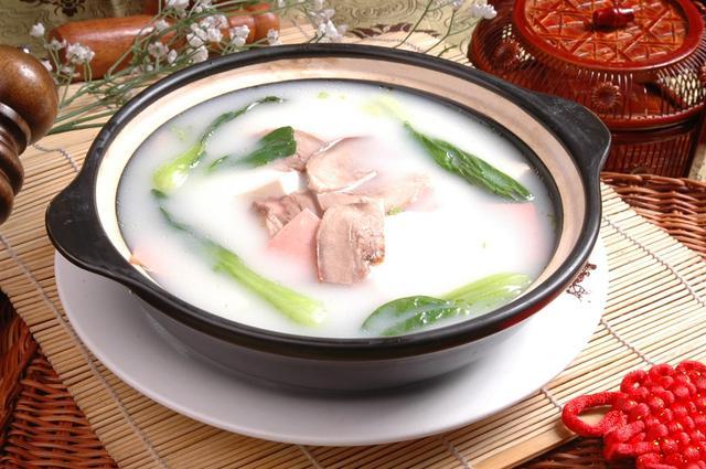 煮麵,煲湯時出現的泡沫要不要弄掉?看完這個你知道應該怎麼做了 - 每日頭條