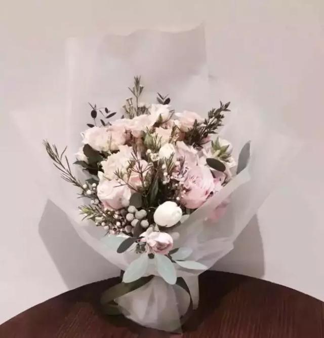 能用普通花材搭出有「高級感」的花束。你就贏了一半! - 每日頭條