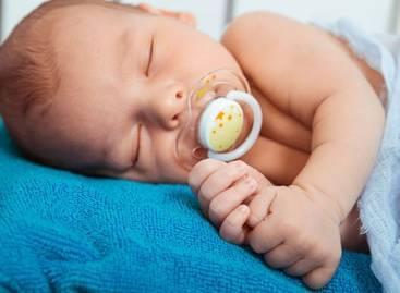 新生嬰兒護理常識——安撫嬰兒哭鬧的方法 - 每日頭條