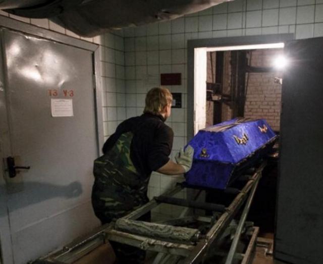 直擊:一組國外火葬場,火化屍體的過程 - 每日頭條